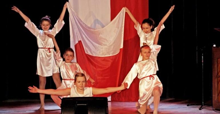 JASŁO: Wspólne świętowanie Dnia Niepodległości w MDK (ZDJĘCIA)