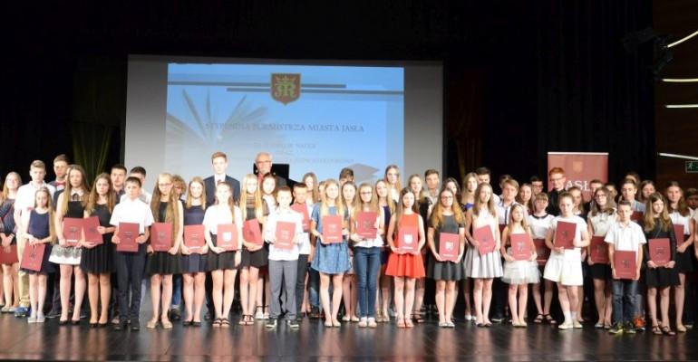 Stypendia i nagrody Burmistrza Miasta Jasła (ZDJĘCIE)