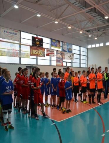 Uczniowie szkół podstawowych walczyli o Puchar Burmistrza (ZDJĘCIA)