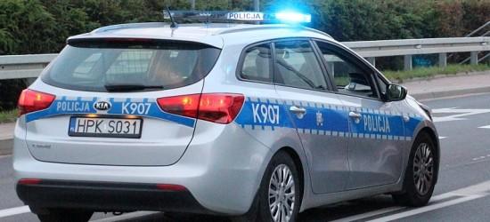UCIEKAŁ PRZED POLICJANTAMI: Pędził w terenie zabudowanym z prędkością 121 km/h, nie miał prawa jazdy
