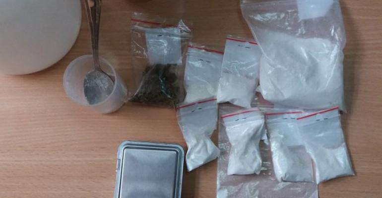 Amfetamina i marihuana w zatrzymanym oplu