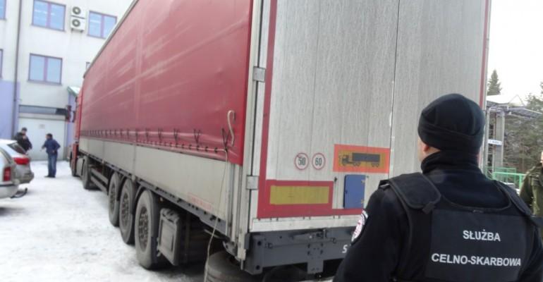 Rodzina z Syrii ukryła się w ciężarówce z częściami do klimatyzatorów (ZDJĘCIA)