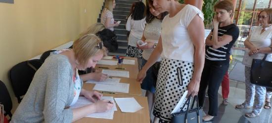 """PWSZ W SANOKU: Konferencja """"Autyzm w szkole – jak pomagać i wspierać"""" (ZDJĘCIA)"""